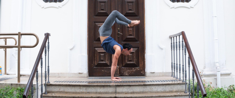 o que é preciso para aprender yoga
